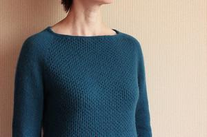 Синий свитер реглан