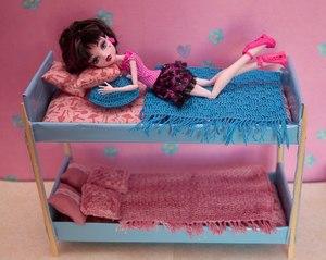 dvuhyarusnaya-krovat-fotografiya Как сделать легко кукле одежду. Как сделать одежду для кукол своими руками, для Барби, для монстр Хай, для Лол