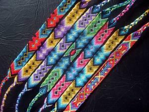 kak-splesti-fenechku Плетение фенечек из мулине для начинающих, схема плетения, как плести браслет: как сплести фенечку как делать
