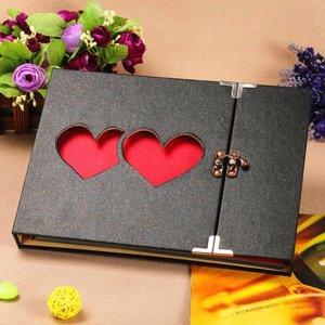 Фотоальбом с вырезанными сердцами
