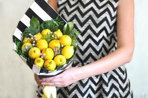 Подарок в виде букета из фруктов