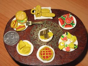 eda-iz-plastilina-dlya-kukol Как сделать еду для кукол из пластилина: еда для монстер хай и для барби
