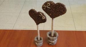 Как приклеивать кофейные зерна на топиарий