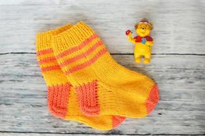 svyazat_nosochki_rebenka Как связать детские носки? Красивые детские носочки своими руками.