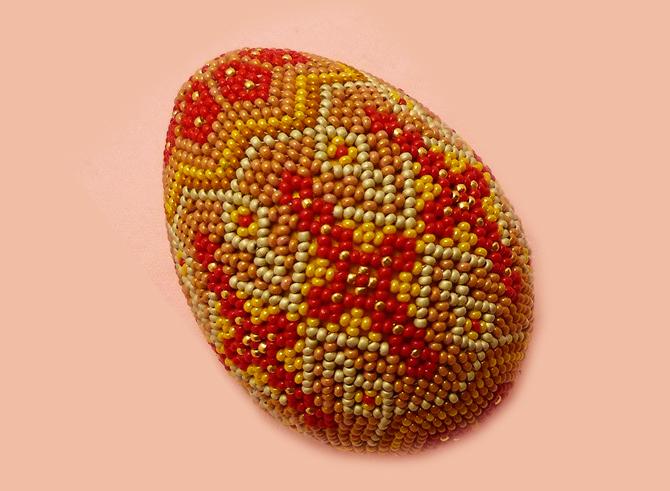 Яйцо, оплетенное бисером