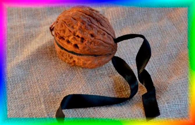Шкатулка из скорлупы ореха