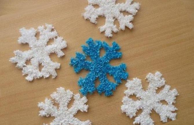Снежинка из гофробумаги