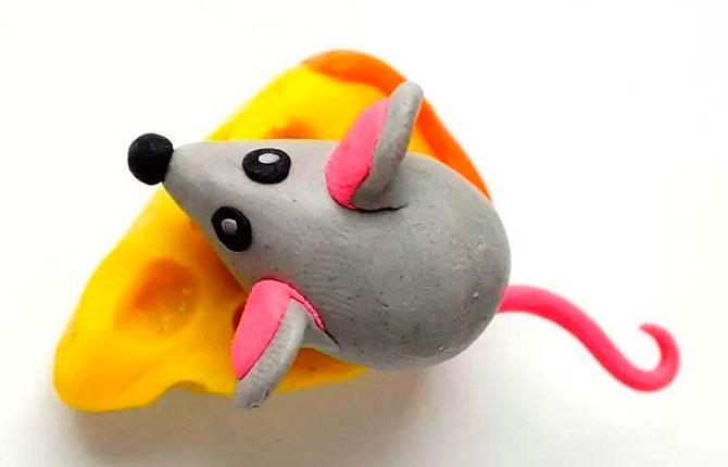 Мышка с сыром из пластилина