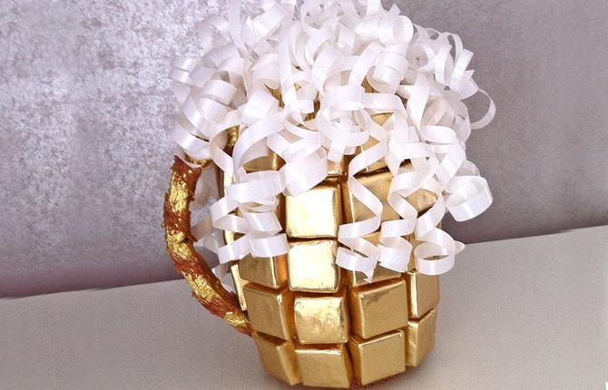 Кружка из конфет