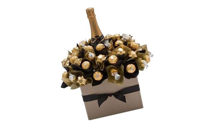 Бутылка шампанского с конфетками