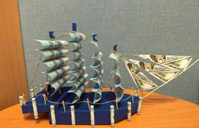 Корабль из денег
