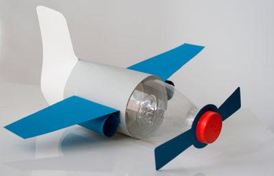 Самолет из пластиковых бутылок