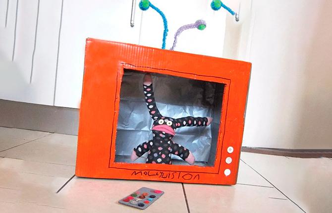 Телевизор из картонных коробок