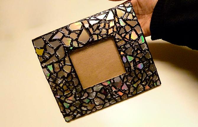 Рамка для фото из из осколков CD-дисков