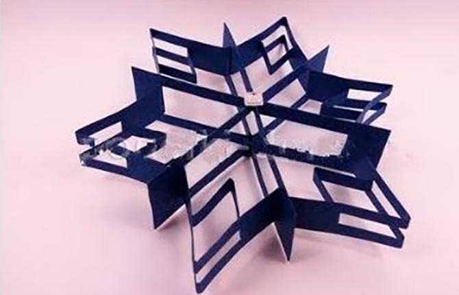 Геометрическая снежинка из бумаги