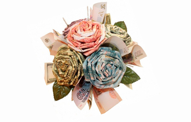 Розы из денег на подарок