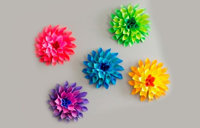Цветочек из цветной бумаги на подарок